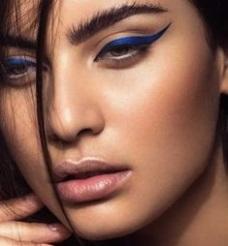 Blue eyeliner 3